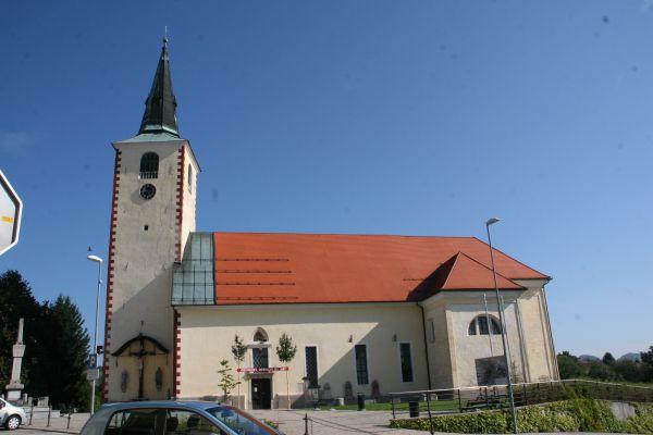 leskovška-cerkev-2E2AB6111-1E86-6DDF-6948-1DCFA5335836.jpg